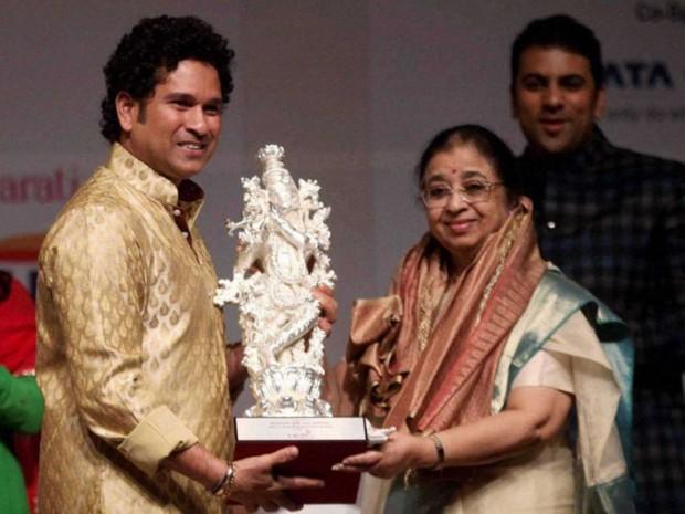 Lata Mangeshkar sister Usha with Sachin Tendulkar