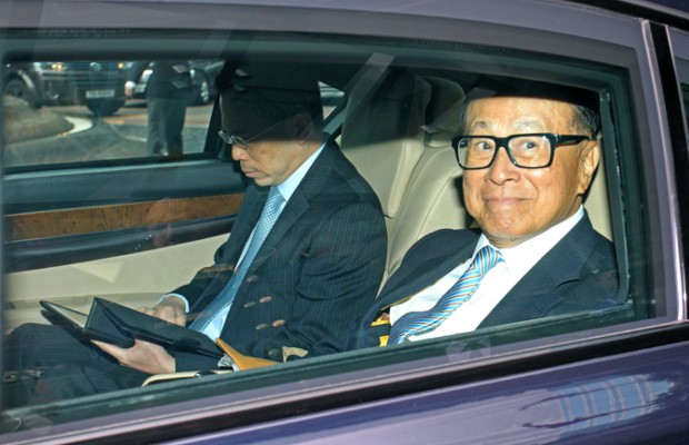 Li ka Shing with his son Viktor in his car