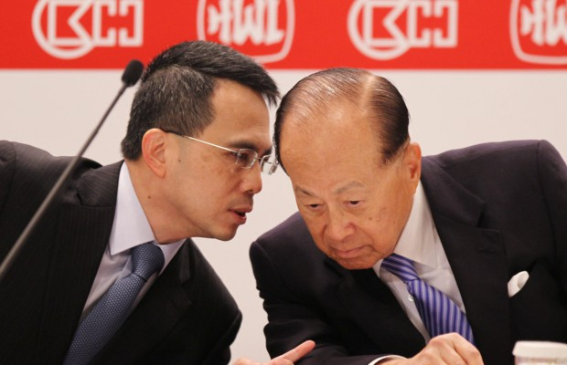 Victor Li talking to his father Li Ka Shing
