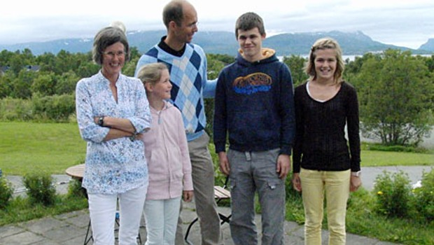 Carlsen with his parents and sister