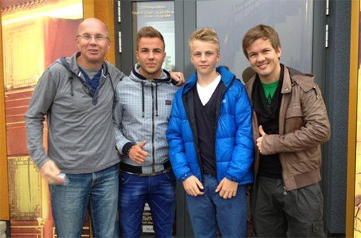 Mario Götze with his father and brothers