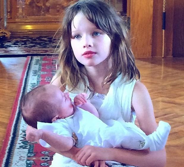 Milla Jovovich daughter Ever Gabo with her little sister Dashiel Edan