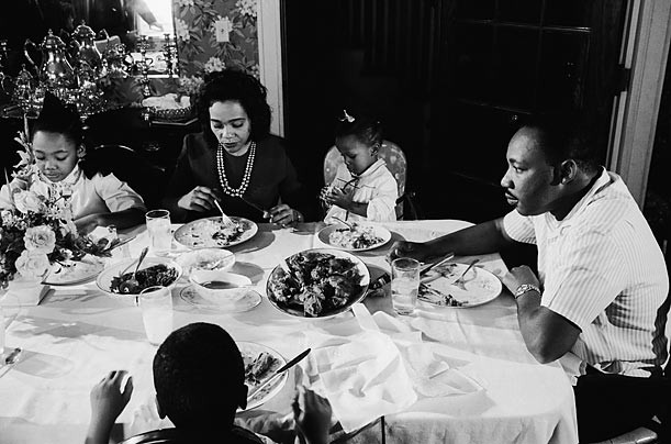 Martin Luther king eating with his family