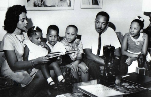Martin Luther King with his Wiife, two sons and two daughters