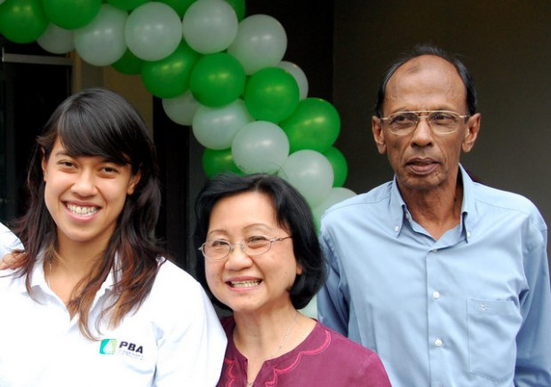 Nicol and her parents