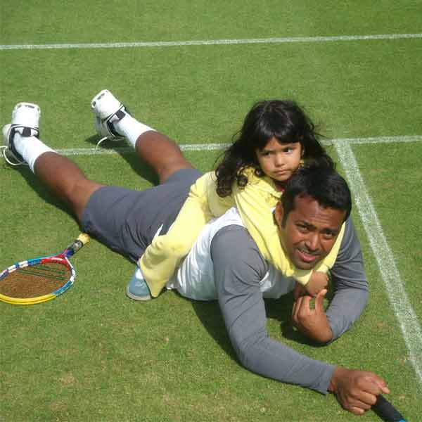 Leander Paes with his daughte on tennis court