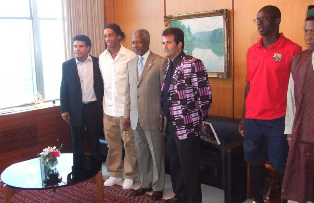 Ronaldinho and his brother Roberto with Mr. Annan