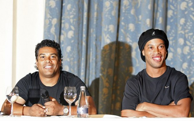 Ronaldinho with his brother Roberto during a press conference