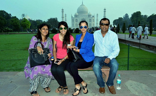 Sania Mirza with her parents and sister at Taj Mahal