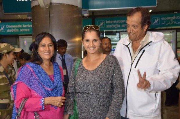 Sania with her parents at Hyderabad Airport