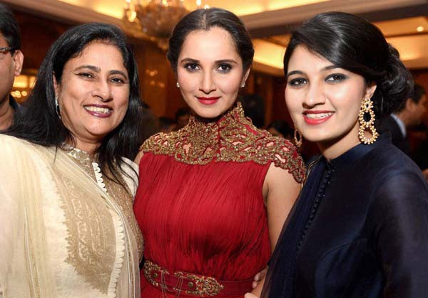 Sania Mirza with her mom Nasima ans sister Anam