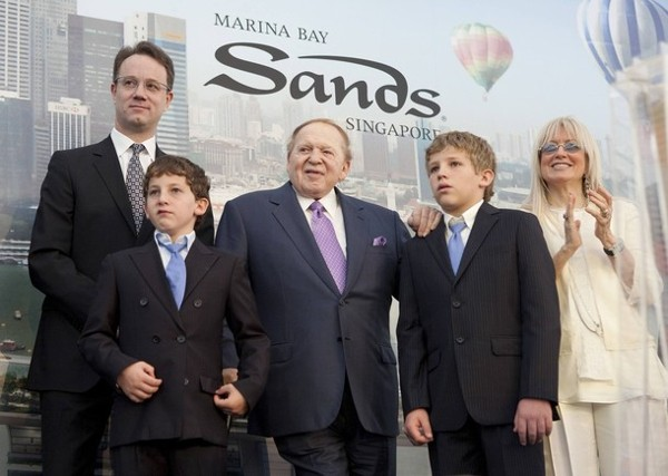 Sheldon Adelson with his wife and 2 sons