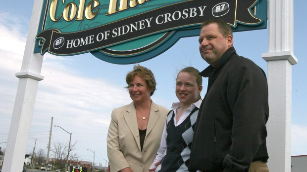 Sidney Crosby's parents and sister