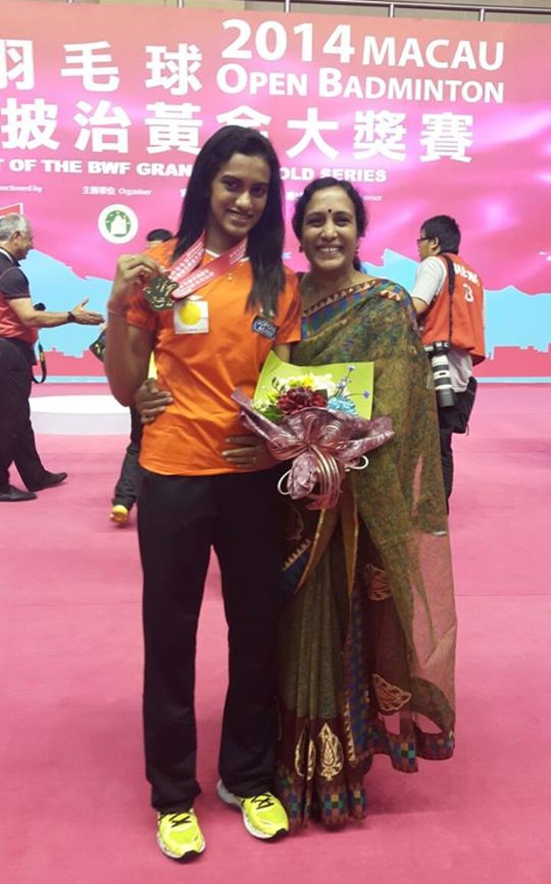Sindhu with her mother Vijaya after winning 2014 Macau Open