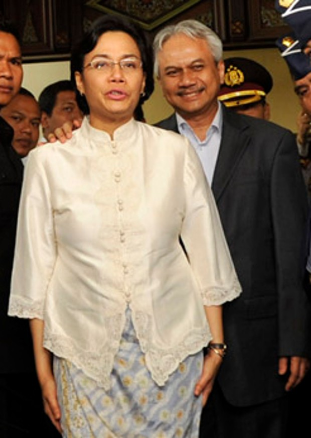 Sri Mulyani Indrawati With Her Husband Tonny Sumartono