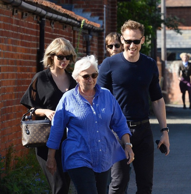 Tom with his mom Diana and Taylor Swift