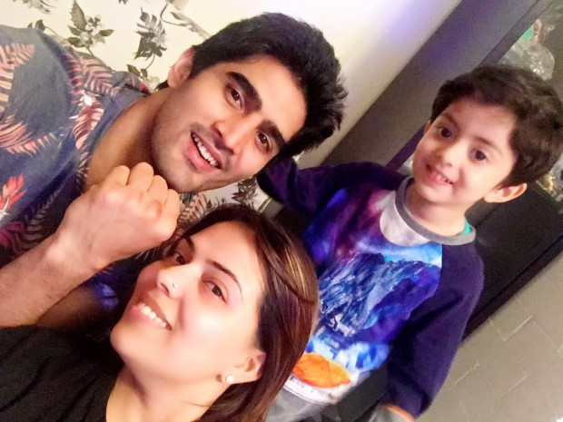 Vijender Singh with his wife Archana and son Arbir Singh