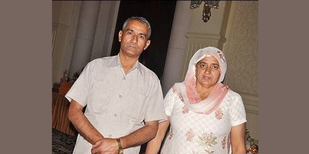 Vijender Singh's parents Mahipal Singh and Krishna Devi