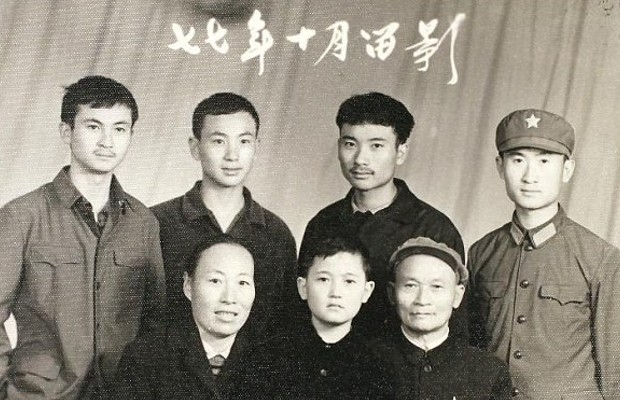 Wang Jianlin With His Parents and Four Brothers