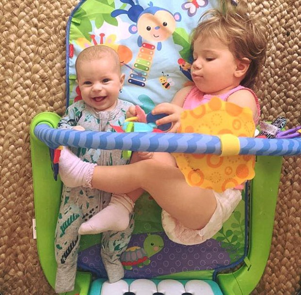 Indi Rae playing with her sister Ivy Mae