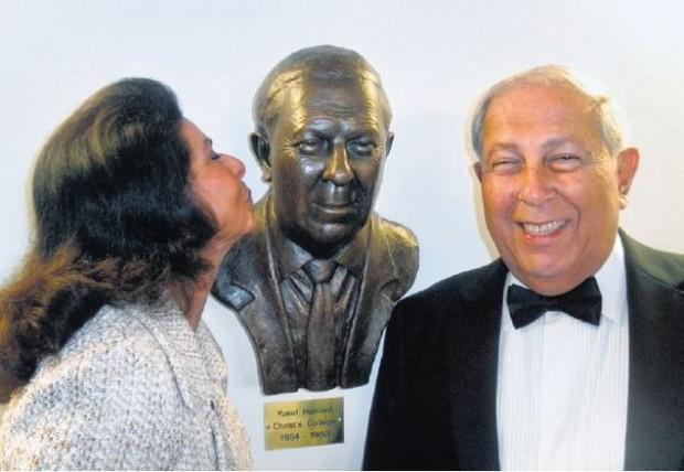 Yusuf's wife Farida kissing her husband's statue