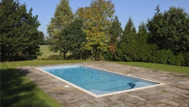 Swimming Pool outside the house
