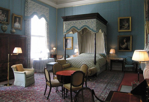 A bed room in the estate