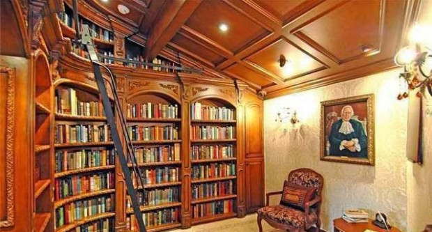 Drake has a library in his house