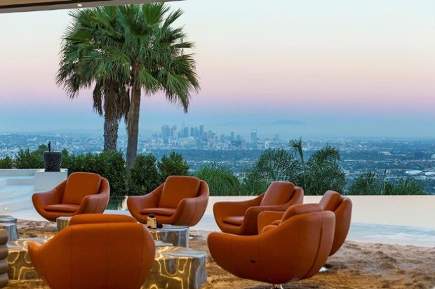 Outdoor Sitting Area In Beverly Hills