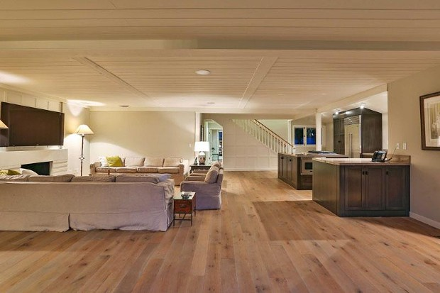 Leonardo DiCaprio Inside Beach House