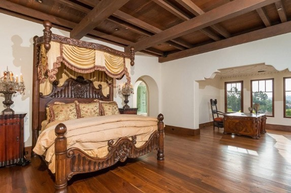 Bedroom in Phil Mikelson's house