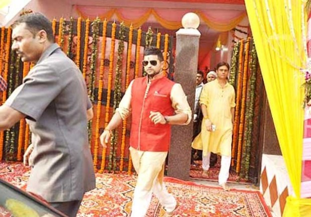 Suresh raina coming out from his house