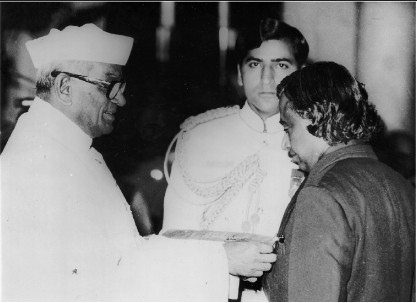 Abdul Kalam Receiving Padma Bhushan Award from Neelam Sanjeeva Reddy