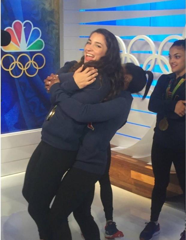 Simone Biles lifts Aly Raisman