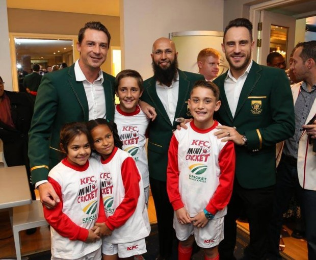 Hashim Amla with Steyn and Duplesis