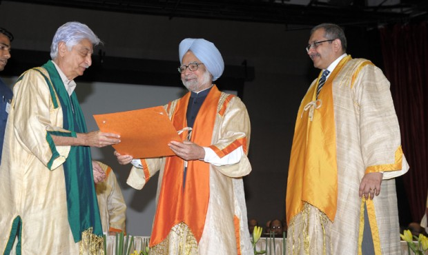 Manmohan Singh conferring Degree of Doctor of Science to Shri Azim Premji