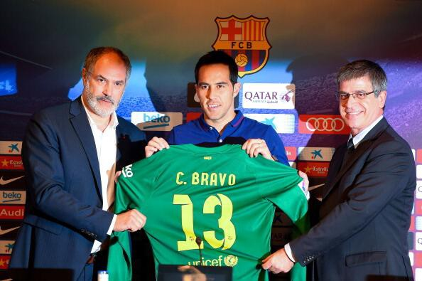 Claudio Bravo with his Barcelona Jersey