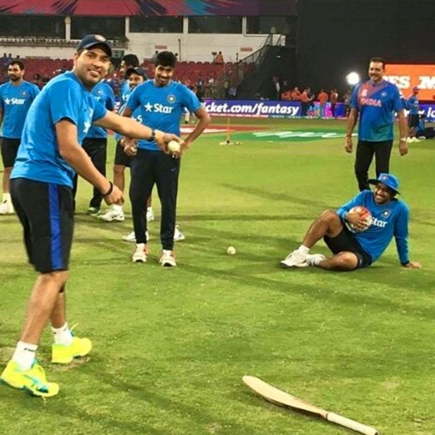 Bumrah Before Start of a Match with Seniors Yuvi and Mahi