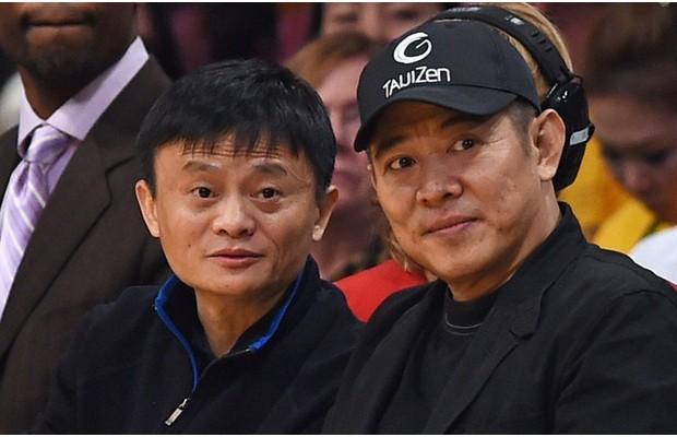 Jack Ma and Jet Li Watching Basket Ball Game