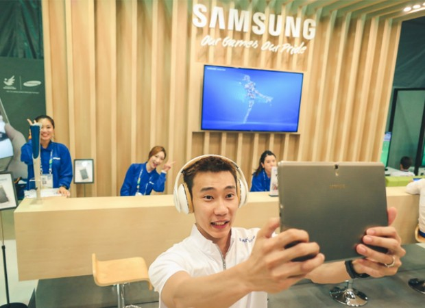 Lee Chong taking Selfie at Samsung Athletes Meet Center