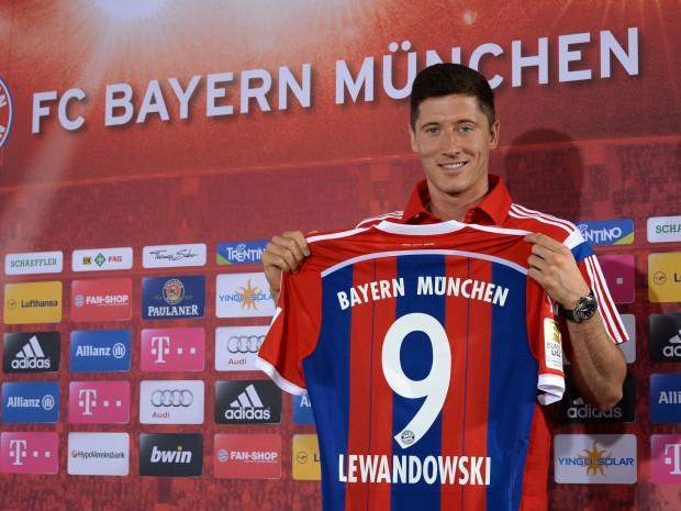 Lewandowski with his Bayern Munich Jersey