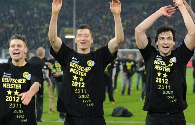 Robert Lewandowski with Lukasz Piszczek and Mats Hummels