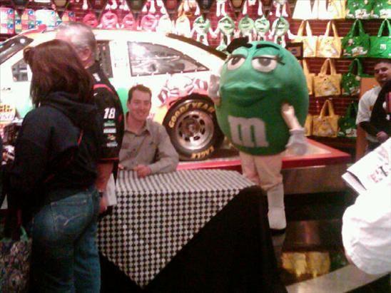 Kyle at M&M's World autograph signing Las Vegas