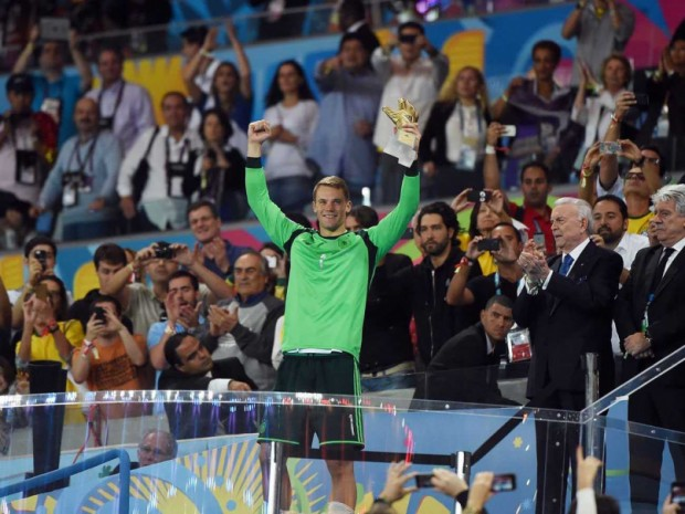 Manuel Neuer with his Golden Glove