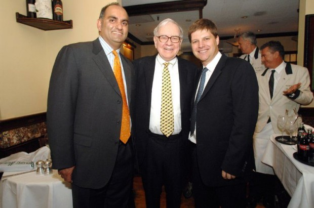 Mohnish Pabrai and Guy Spier  during a charity lunch with Warren Buffett