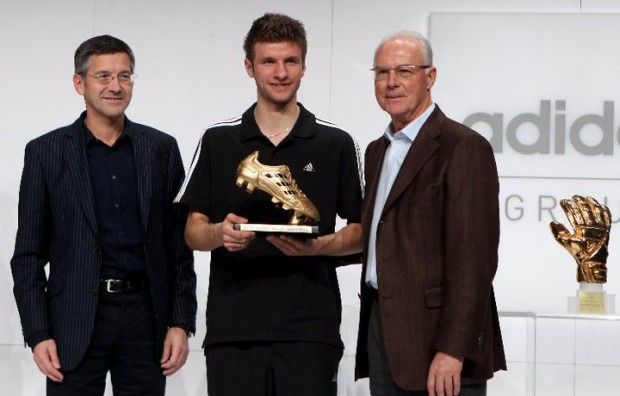 Franz Beckenbauer, Herbert Hainer and Muller with his worldcup golden boot