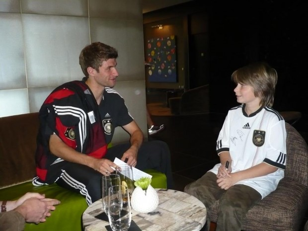 Muller Meets a fan from Make-a-wish Germany Foundation