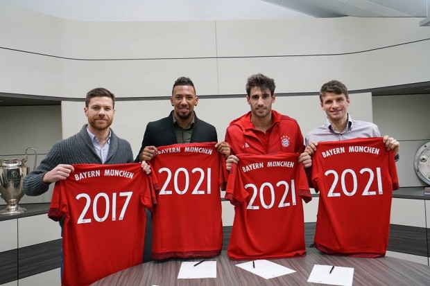 Thomas Muller with Xabi Alonso Jérôme Boateng and Javi Martínez