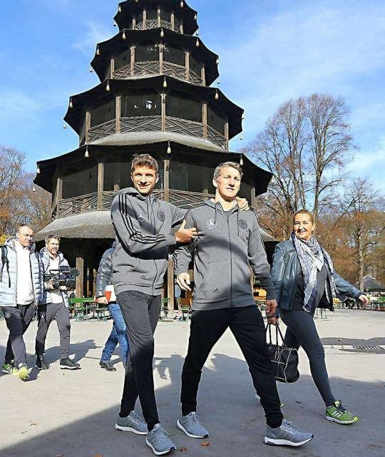 Muller with Chinese Tower in Munich with Basti