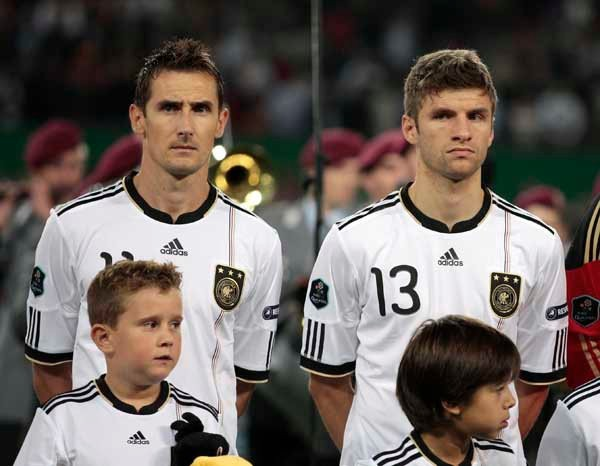 Muller with Miroslav Klose